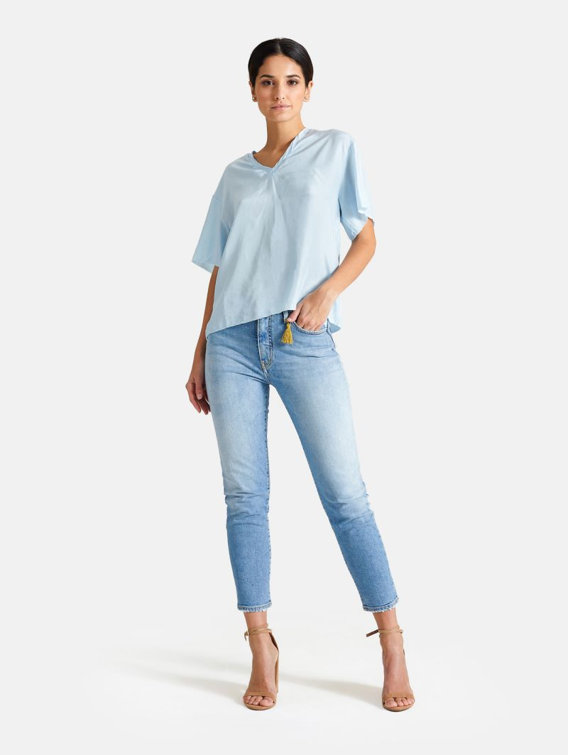 V NECK T-SHIRT S/S SILK LIGHT BLUE